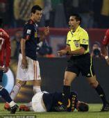 幻灯:智西大战托雷斯受伤下场 对手乞求普约尔