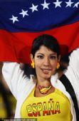 幻灯:西班牙和智利携手晋级 双方球迷赛后庆祝