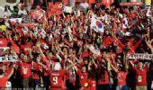 图文:淘汰赛乌拉圭VS韩国 现场韩国球迷众多