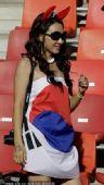 幻灯:韩国美女球迷国旗裹身 嘟嘟嘴可爱似明星