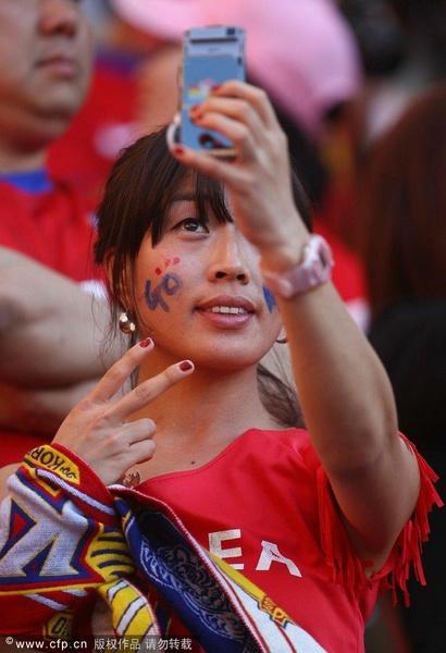 韩国女球迷玩自拍