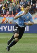 图文:乌拉圭战韩国 苏亚雷斯狂奔庆祝进球