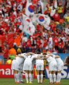 图文:乌拉圭战韩国 韩国队企盼胜利