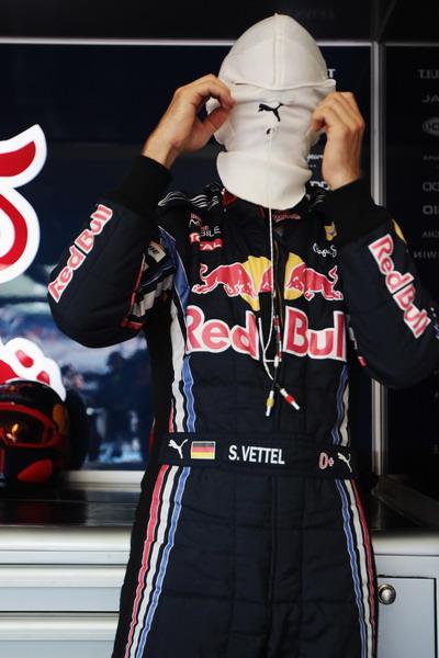 图文:F1欧洲大奖赛排位赛 蒙面的维特尔