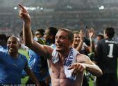 幻灯:乌拉圭2-1韩国晋级8强 队员狂喜雨中庆祝