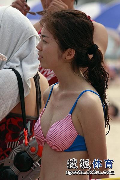 组图:海沙节比基尼美女走光