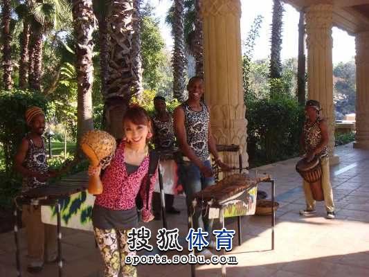 刘子熙与南非艺人