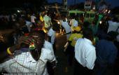 幻灯:加纳足球创造历史 本土球迷疯狂游行庆祝