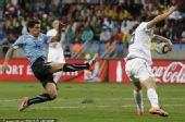 图文:乌拉圭2-1韩国 寄诚庸禁区内手球被漏判