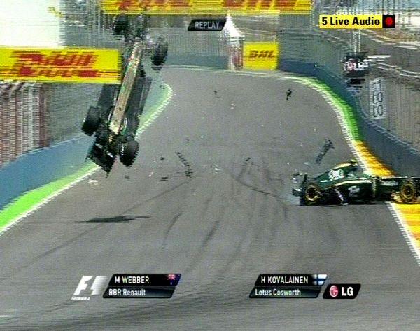 韦伯遭惨烈翻车事故