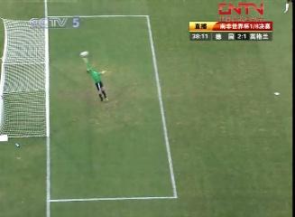 皮球越过德国门将诺伊尔