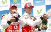 图文:2010年F1欧洲站正赛 小汉巴顿开心