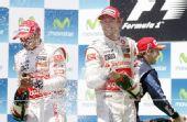 图文:2010年F1欧洲站正赛 迈凯轮双雄庆祝