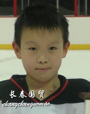 英达12岁小儿子曝光 被誉冰球界未来之星