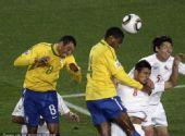 幻灯:1/8决赛巴西VS智利 胡安接麦孔角球破门