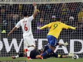 幻灯:1/8决赛巴西VS智利 法比亚诺反越位破门