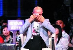 乐嘉在节目中为嘉宾坎坷身世落泪