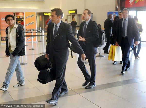 英格兰误判裁判现身机场