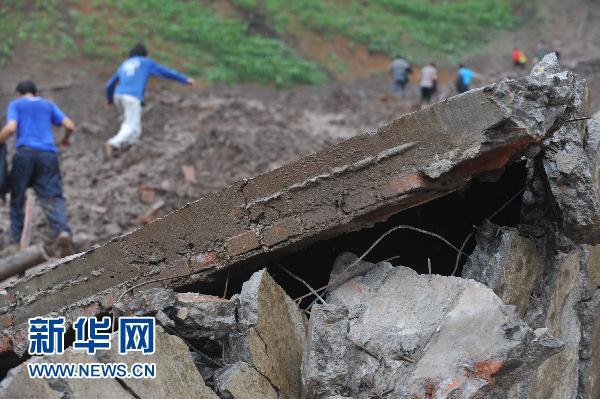 滑坡现场垮塌的房屋(6月29日摄)。新华社记者欧东衢摄