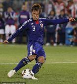 幻灯:巴拉圭日本点球决战第三轮 驹野友一罚丢