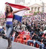 高清图:美胸模特再度出镜 完美身材力挺巴拉圭