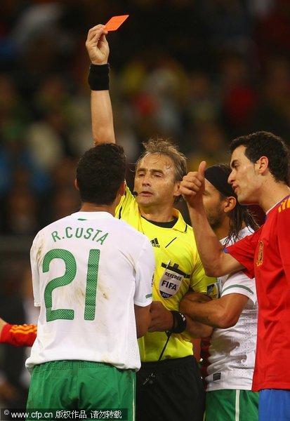 科斯塔被红牌罚下