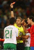 幻灯:里卡多-科斯塔无球状态犯规 被红牌罚下