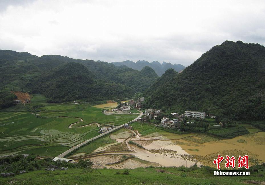 图:广西凌云县遭遇罕见强降雨袭击 内涝严重