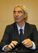 图文:法国议会就惨败召开听证会 多梅内克出席