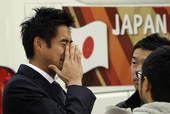 高清图:日本结束世界杯之旅 启程回国流露悲伤
