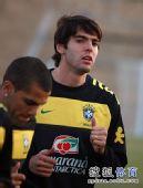 幻灯:巴西训练备战荷兰 卡卡满脸胡子略显沧桑