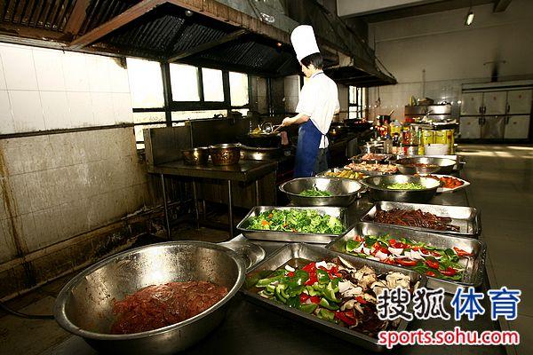 河南//31厨师在炒菜
