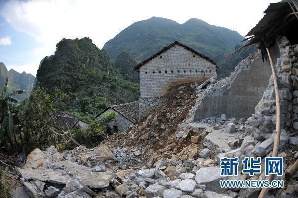 广西凌云一村屯山体崩塌 近400瑶胞被紧急转移