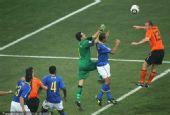 幻灯:1/4决赛荷兰VS巴西 斯内德传中梅洛乌龙