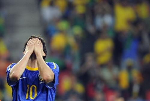 卡卡无颜面对巴西球迷(点击进入球员数据库)