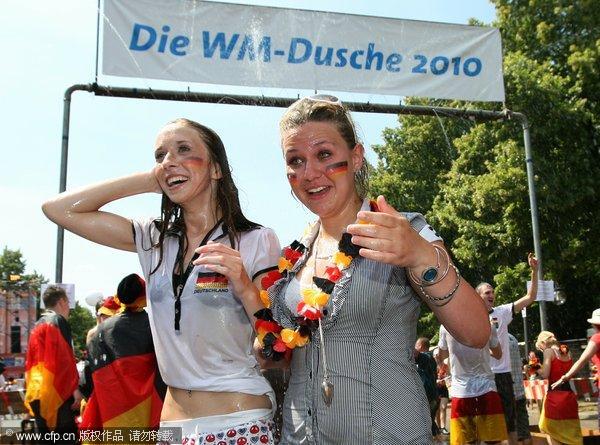 德国本土球迷等待生死战
