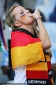 幻灯:阿根廷大战德国球迷造势 美女吹口哨助威