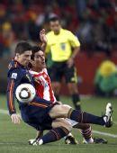 幻灯:1/4决赛巴拉圭VS西班牙 托雷斯积极拼抢