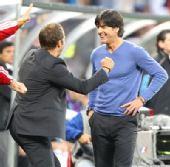 图文:德国取胜有玄机 勒夫庆祝胜利