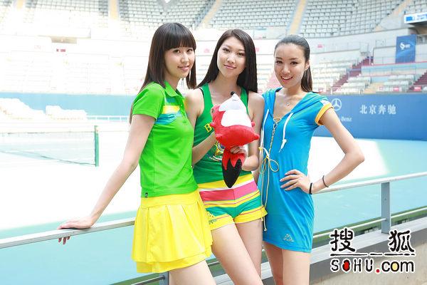 三位美女亮相