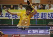 图文:乒超女团北京4-1江苏 丁宁正手扣球