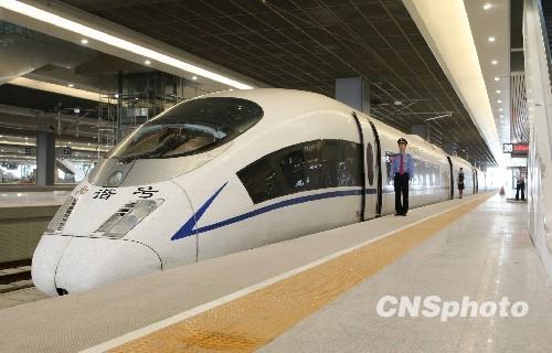 施工建设的高速铁路;第一条全线采用crts-ⅰ型轨道板铺设的无