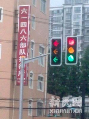 上海一处路口信号灯全亮 交通部门未予回应(图)
