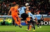 幻灯:半决赛乌拉圭VS荷兰 库伊特助攻罗本头槌
