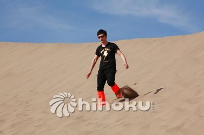 黄晓明在敦煌沙漠。