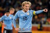 幻灯:荷兰胜乌拉圭挺进决赛 弗兰场上扮指挥家