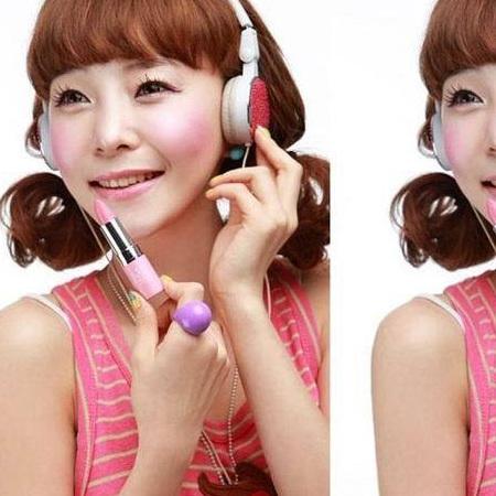 选择粉嫩色亮泽感唇蜜