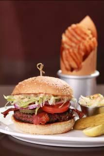 正宗美式汉堡餐厅 BLT Burger 自登陆香港以来,于餐饮界绽放耀眼光芒,现更为海港城内疲于购物的人士呈献无与伦比的下午茶套餐