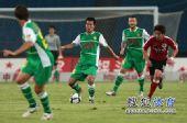 图文:[中超]北京3-0辽足 黄博文传球
