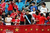 图文:[中超]北京3-0辽足 辽宁球迷竖中指
